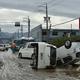 台風19号が直撃した長野県で、横倒しになった車(2019年10月14日撮影)。(c)Kazuhiro NOGI / AFP