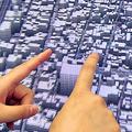 地図の移動や拡大が指で操作できる