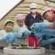 自然に親しみ学ぶ 金沢の公園で園児が花植え