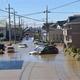 秋山川の堤防が決壊し、住宅にも水が流れ込んだ=13日、栃木県宇都宮市赤坂町(根本和哉撮影)