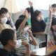 丸森小学校が再開し授業を受ける生徒=23日午前、宮城県丸森町(萩原悠久人撮影)