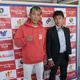 11月に移籍初戦に臨む亀田京之介(左)とハラダジムの原田剛志マネジャー