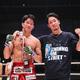 勝利を喜ぶ朝倉海(左)と兄の未来(C)RIZIN FF