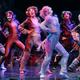 パリの劇場で上演されたミュージカル「キャッツ」の一場面(2015年10月1日撮影、資料写真)。(c)JACQUES DEMARTHON / AFP