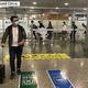 26日、中国中央テレビの微博アカウントは、日本から戻った留学生とその家族の行動について伝えた。資料写真。
