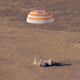 UAE初の宇宙飛行士、地球へと帰還