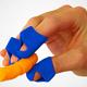 ポテチを手を汚さず食べられる便利な指サック「Chip Fingers」