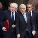ジョンソン英首相(中央左)と欧州連合(EU)のユンケル欧州委員長(同右)=16日、ルクセンブルク(EPA時事)
