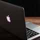 13インチのMacBook Pro。世界各地で3万台近いMacが正体不明のウイルスに感染したという/Vito Corleone/SOPA Images/Getty Images