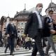 ゴールデンウイークが明けた後、マスク姿で通勤する人たち=5月6日午前8時1分、JR東京駅前(酒巻俊介撮影)