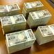 リュックサックの中に入っていた現金。銀行の帯封でくくられ、全部で6千万円あったという=神奈川県横須賀市提供