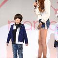 二人の男の子を持つモデルの道端カレンは、トークショーの前に親