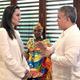 コロンビアのカルタヘナでイバン・ドゥケ大統領(右)と会談するUNHCR特使の米女優アンジェリーナ・ジョリーさん。コロンビア大統領府提供(2019年6月8日撮影)。(c)AFP=時事/AFPBB News