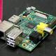クレジットカード大の小型コンピューター「ラズベリー・パイ」(2013年7月8日撮影、資料写真)。(c)MONA BOSHNAQ / AFP