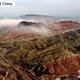甘粛省の張掖七彩丹霞景勝区では9日、雨上がりに雲海が広がる素晴らしい景色が見られた。