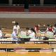 集計した票数が投票者の数を上回ったため、票を数え直す職員ら=2019年7月22日午前0時57分、兵庫県尼崎市