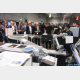 印刷物を製本機に挿入する人手作業を協働ロボットで自動化