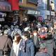 感染拡大前に多くの観光客で混み合ったJR鎌倉駅前の通り。政府は多額の税金を投じて観光を活性化しようとしている=1月、神奈川県鎌倉市