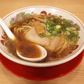 あっさり。透明感のあるスープだ。ちなみに背脂入りである