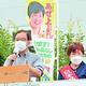 (写真)訴える志位和夫委員長(左)と、あぜ上三和子都議=18日、東京都江東区