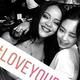 リアーナ、約9年ぶりに韓国へ…BLACKPINK ジェニーとの密着写真が話題