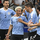 コパ・アメリカ、グループC、ウルグアイ対エクアドル。チームメートとゴールを喜ぶウルグアイのニコラス・ロデイロ(中央、2019年6月16日撮影)。(c)Luis ACOSTA / AFP