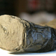 2000年前のヴェスヴィオ山噴火で炭化した巻物、AI駆使で解読へ