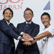 左から、ヤフーの川邊氏、ZOZO新社長に就任する澤田氏、前澤氏〔PHOTO〕Gettyimages