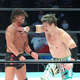 中嶋(左)に強烈な逆水平チョップを叩き込む王者・潮崎
