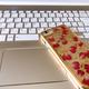 携帯電話とパソコンの画像