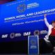 米首都ワシントンで開かれた国際通貨基金(IMF)と世界銀行の年次総会で、男女平等について演説するIMFのクリスタリナ・ゲオルギエバ専務理事(2019年10月15日撮影)。(c)Olivier Douliery / AFP