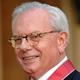 英ロンドンのバッキンガム宮殿で、大英帝国勲章のコマンダー章(CBE)を授与された歴史学者のデービッド・スターキー博士(2007年10月23日撮影)。(c)FIONA HANSON / POOL / AFP