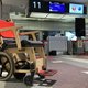 JAL、着脱式電動アシストユニット付き木製車いすを活用した実証実験 新千歳空港で31日まで