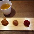 「三粒とほうじ茶」900円(税抜)