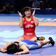 女子62キロ級3位決定戦で北朝鮮の選手(下)に勝利した川井友香子(20日)=里見研撮影