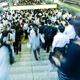 災害でも会社に向かう日本人の異常な忠誠心