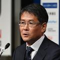 日本代表のトレーニング後に取材に応じた関塚技術委員長。小笠原