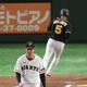 6回阪神2死満塁、押し出しで勝ち越しを許す巨人・桜井俊貴=東京ドーム(撮影・金田祐二)