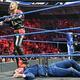 ミズ(下)をKOした中邑(C)2019 WWE, Inc. All Rights Reserved.