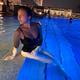 f(x) ルナ、夜のプールで大胆な水着姿を公開…セクシーなボディラインに絶賛の声