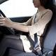 危険回避ができないことも! AT車ユーザーに多い遠目のドライビングポジションがもつ3つの問題