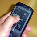 指でクルクルと操作することで電話帳やアプリケーションを起動で