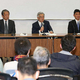 会見する(左から)パ・リーグの横田理事長、斉藤コミッショナー、セ・リーグの三原理事長(撮影・西海健太郎)