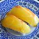 くら寿司が愛媛県内5店舗で限定販売を始めた「絆真鯛」=2020年7月3日午後2時1分、松山市宮西2丁目、藤家秀一撮影
