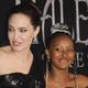 アンジェリーナ・ジョリーの長女ザハラ(右)がジュエリーデザイナーとしてデビュー