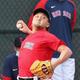 ブルペンで投球練習するレッドソックスの沢村=6日、フロリダ州フォートマイヤーズ