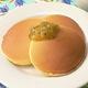 ホットケーキ(パンケーキ)をたくさん焼いて冷凍保存しておけば、いつでも好きなときに、ふわふわのホットケーキが食べられます。自然解凍でも、レンジでチンでも、おいしいです。