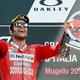 世界ロードレース選手権第6戦、イタリアGP決勝。表彰式で優勝を喜ぶドゥカティのダニロ・ペトルッチ(2019年6月2日撮影)。(c)Tiziana FABI / AFP