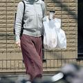 この日はスーパーとクリーニング店に立ち寄った吹石一恵。姿を目