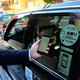 昨年1〜3月に東京都内で行われた相乗りタクシーの実証実験。「相乗りタクシー」をPRするステッカーが貼られた